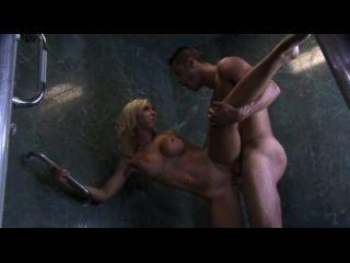 sexy blonde big Tit fickt in der Dusche