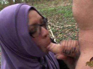 arabisches Tramper muss saugen und bekommen Arsch gefickt