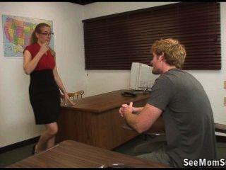 Schüler versagt aber sein Lehrer ihn mit einem suckoff passieren