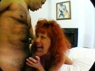 schwangere Mutter mit riesigen Titten in Dreier