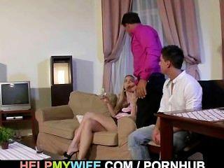 verworrene Kerl Uhren immer seine Frau gefickt