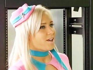 Stewardess kacey jordan prüft in diesem Schwanz