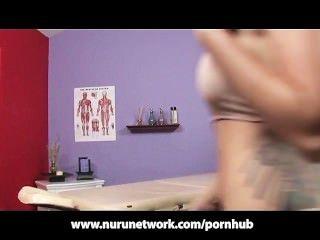 Tittenfick und Blowjob von sexy Massage Schlampe