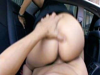 Rücksitz fucks 5 - Szene 6