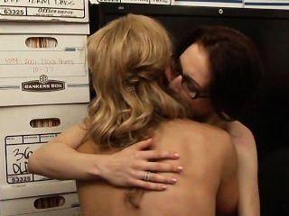 Tanya Tate & Aiden Ashley Szene 1 - lesbisch Büro Verführungen 5