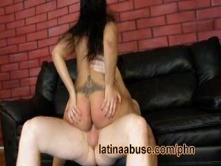 verbraucht latina hat mit einem aufgehängten gringo harten Sex