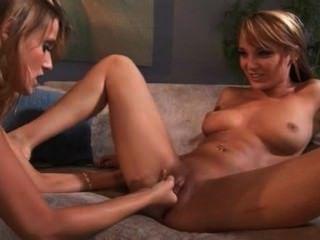 carli Banken & Charlie Laine - lesbische Babes