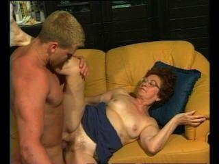 Retro Oma bekommt von muskulösen Stud heiß dicking