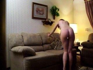 kaitlin witcher a.k.a piddleass auf ihrem Sofa masturbiert