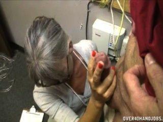 Oma einen alten Mann Rucken