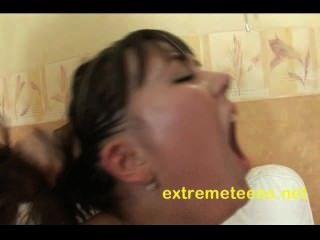 russische Teenager hat ihre Vakuum Muschi gepumpt, während anal bekommen
