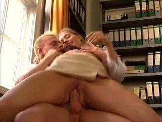 Anja Juliette Laval - sexy Deutsch Sekretärin fickt ihr Kollege