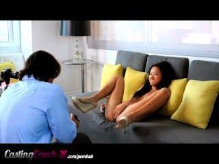 Casting Couch-x - Asian Teen beschämte fickt für Bargeld