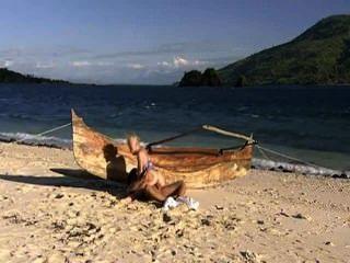 Hot Babe liebt den Strand und den Schwanz