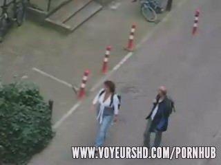 Voyeur erwischt Sex unter seinem Balkon