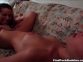 zwei schöne Amateur Teens gehen Doppeldildo und jede Orgasmen haben