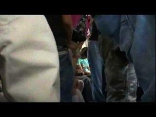 Teenager-Mädchen la Bus gefickt