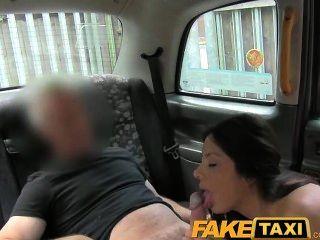 faketaxi sexy American Falls für alte Taxi Trick