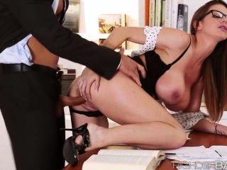 super hot Sekretär Brooklyns Pussy hart gefickt