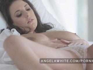 big Tit australian angela weiß masturbiert im Bett