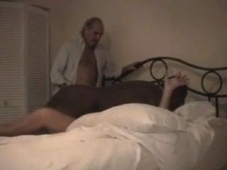 cuckolds Frau hart gefickt von schwarzen Stier