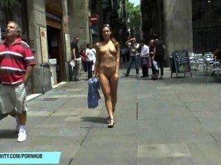 jenny's spektakuläre öffentliche Nacktheit der Aufnahme in Barcelona