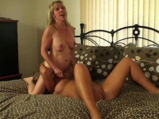 lesbischen spritz- und Strap-on-Spaß mit meiner Freundin, kira Silber