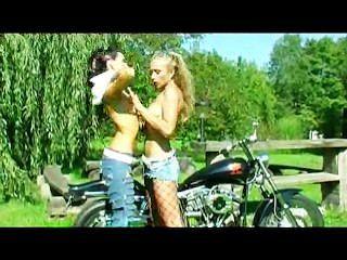 Dildo auf einem Fahrrad Bohren