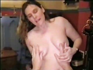 Frau beugte sich über und gefickt