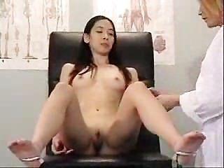 asiatische Besucher ihre schmutzigen Arzt