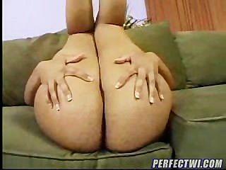 latina mami zeigt ihre großen sexy Arsch