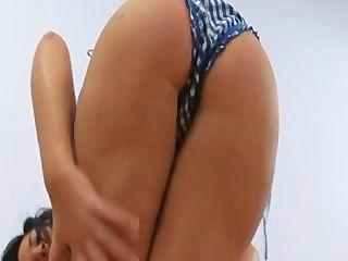 hot Teen zeigt ihren Körper