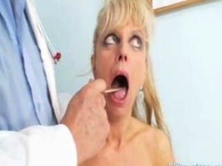 reife Frau Anezka kommt ihr reifen Pussy geprüft zu bekommen