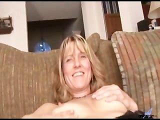 Amateur Milf berkley bekommt nackt und stopft für Orgasmus Dildo