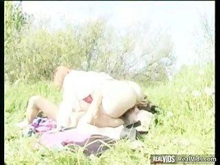 plump Mama Reiten Hahn in der Sonne