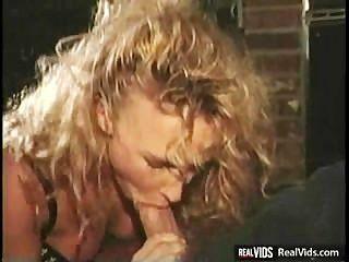 unzüchtig blonde Küken reitet Hahn in Küche