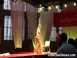 Aufnahmen von Live-Sex-Show irgendwo in Europa