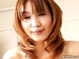 Japanische Hausfrau gibt ein Blowjob perfektionieren