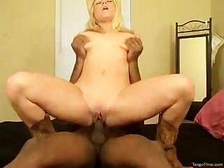 blonde Cowgirl reitet ihr Mann