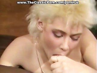 junge blonde Teen fickt großen schwarzen Schwanz