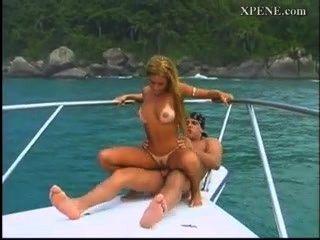 hart in einem Boot latina ficken