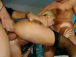 Schlampe liebt Ficken anal