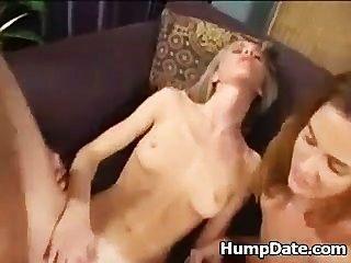 2 heiße Frauen reiten Hahn & Swap cum
