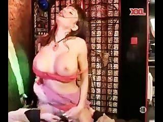 elysee Paradies - MILF mit großen Titten tun anal