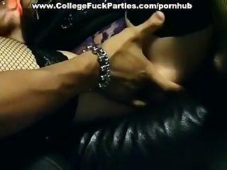 frechen Mädchen an Sex-Party