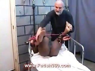 Kristall wird gefesselt und Pussy bestraft