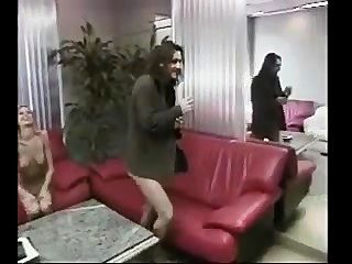 hot Büro Mädchen bekommt Blowjob und gefickt