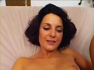 kleine Tit Brunette bekommt ihren Arsch gefickt nur