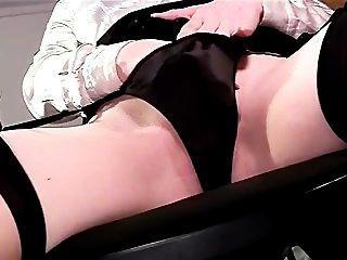 sexy Nahaufnahme Panty Spiel und Masturbation in Oberschenkel hohe Strümpfe