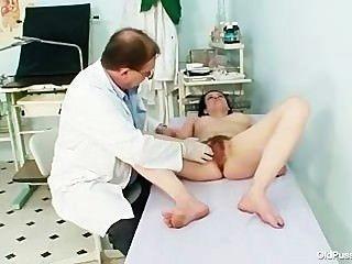 reifen helena pervertiert haarige Muschi Prüfung